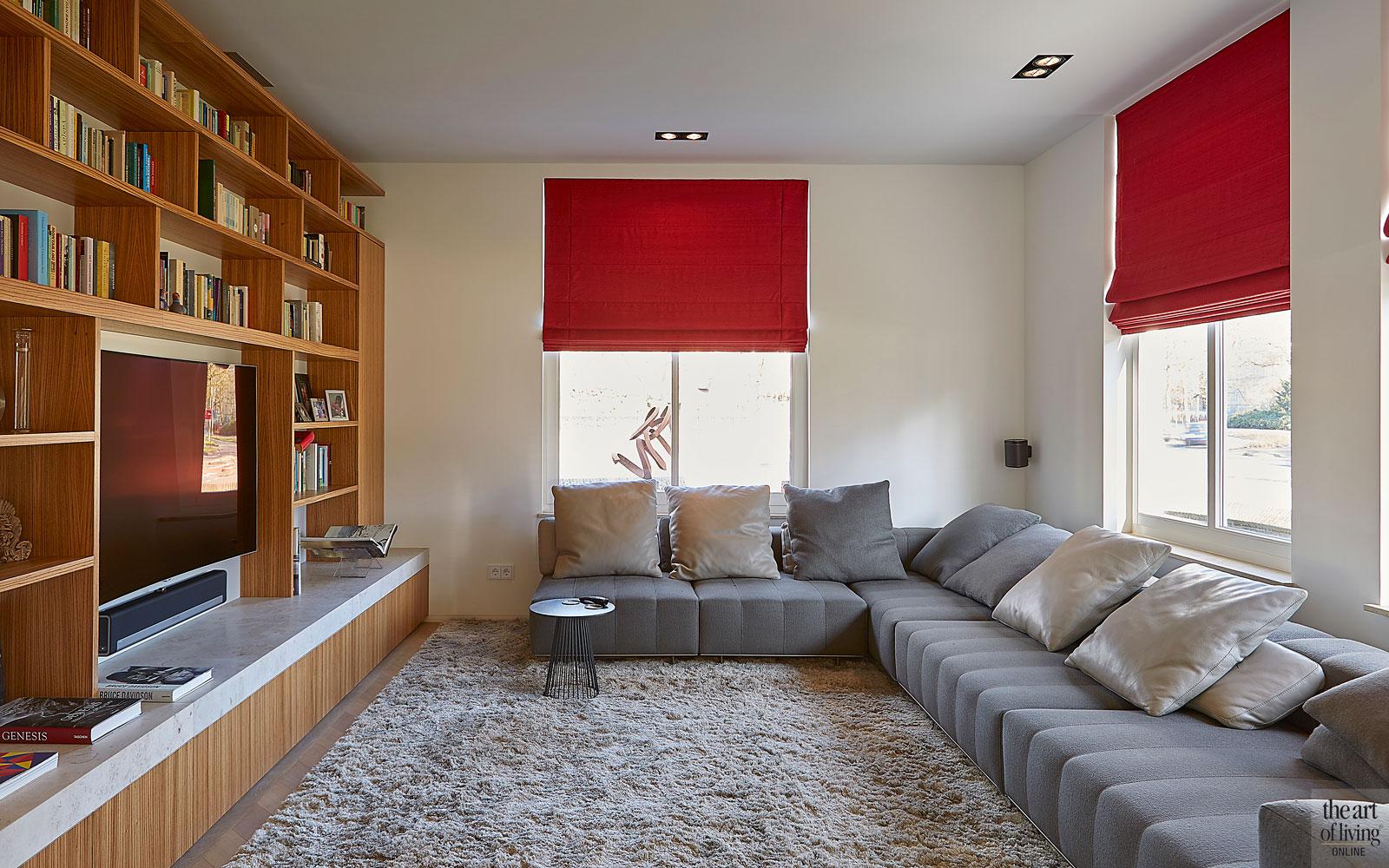 Zithoek, hoekbank, grote bank, televisie, comfortabel, PGA groep, interieur, meubels, modern en eigentijds, De Bever Architecten