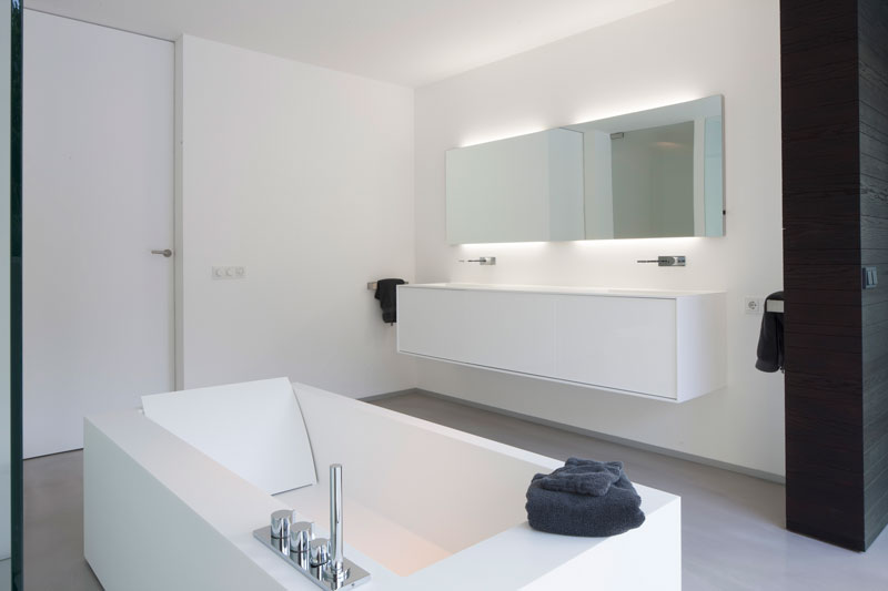 Badkamer, sanitair, bad, wastafel, inloopdouche, zwevende villa, lab32 architecten