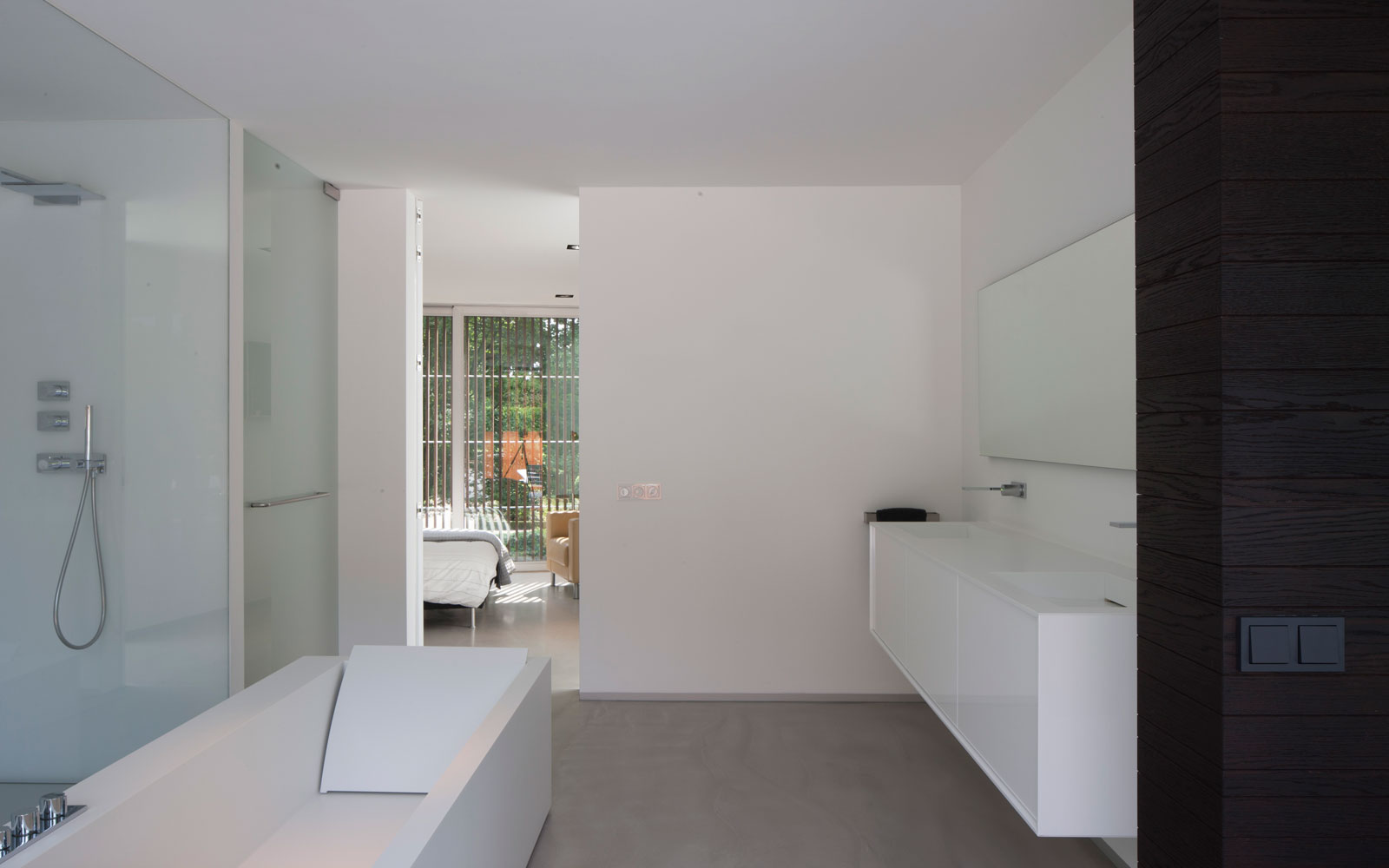 Badkamer, inloopdouche, regendouche, wastafel, sanitair, ruimtelijk, zwevende villa, Lab32 architecten