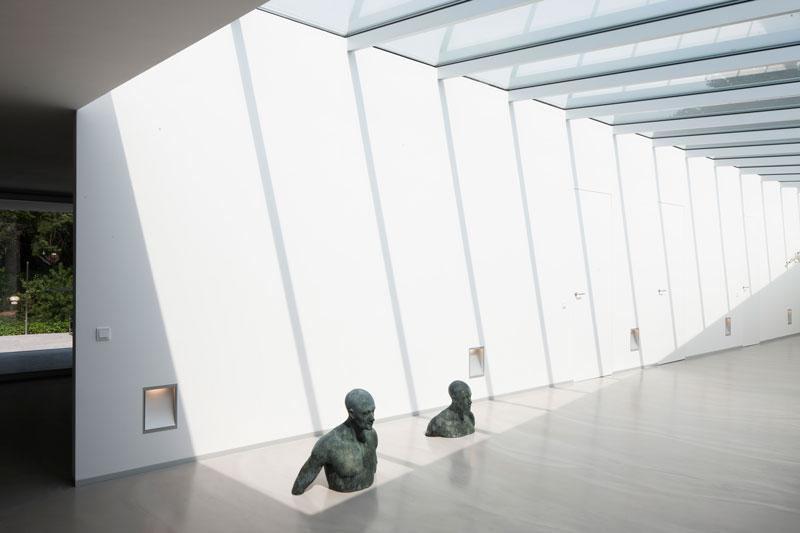 Hal, entree, gang, ruimtelijk, kunst, glazen deur, office, zwevende villa, lab32 architecten