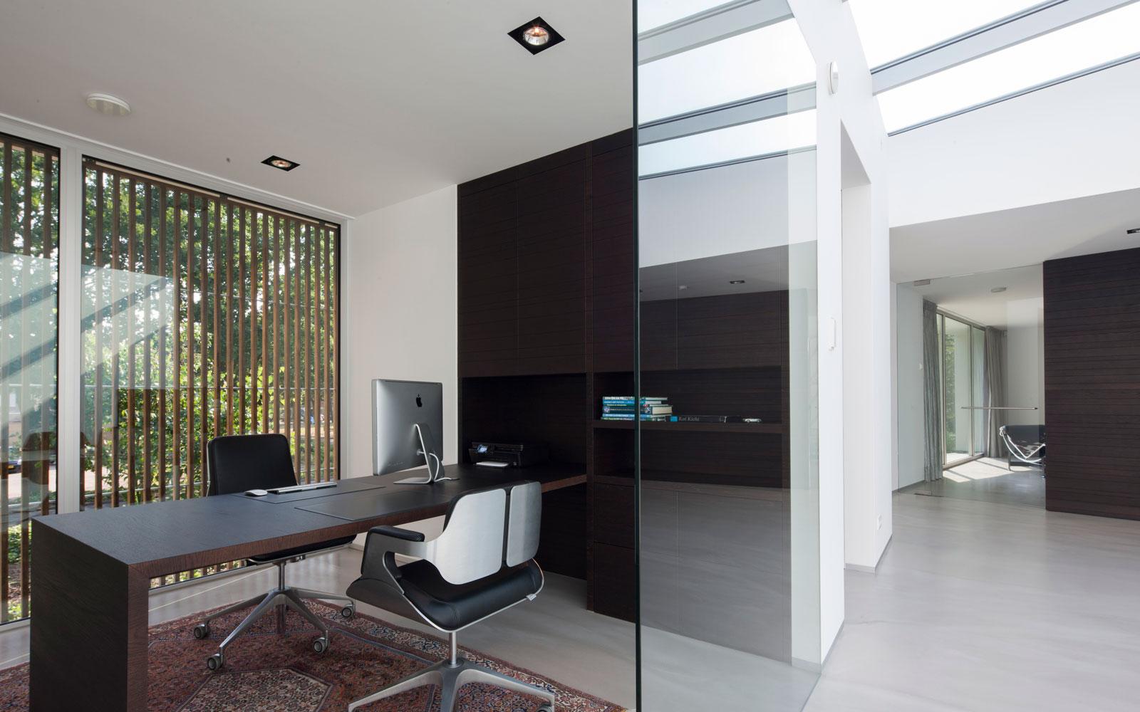 Kantoor, werkplek, home office, glazen wand, zwevende villa, lab32 architecten