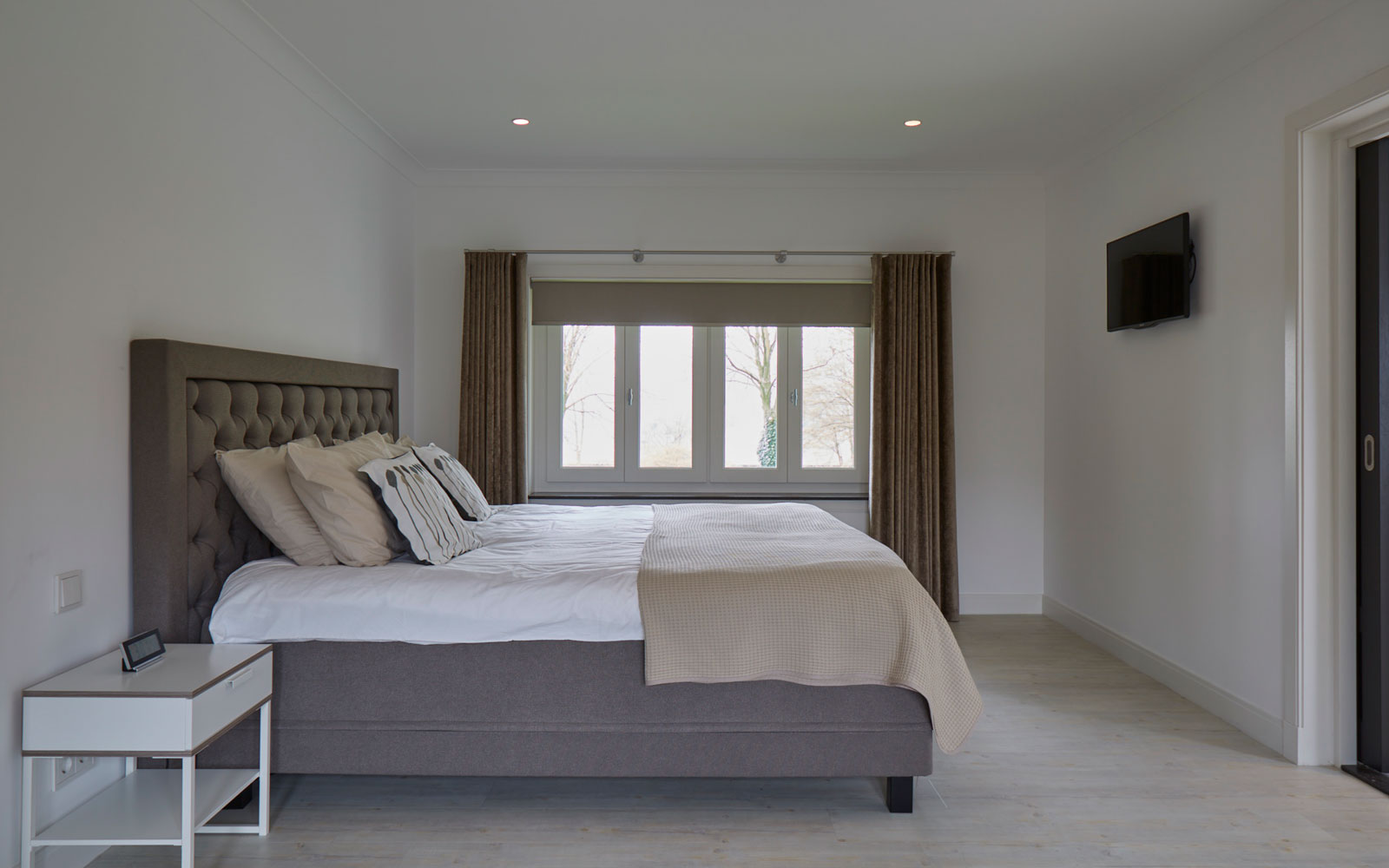Slaapkamer, bed, boxspring, Swiss Sense, master bedroom, jaren 30 villa, Marco Daverveld