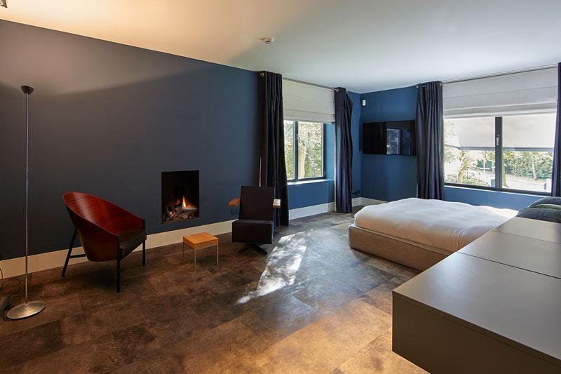 Symmetrische villa, PBV architects, alphenberg leather, leren wanden, leer, the art of living