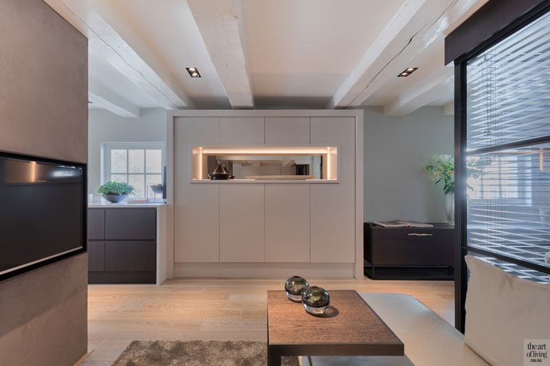 Woonkamer, kast, maatwerk, verlichting, Maretti Lighting, houten vloer, sfeervolle loft, Studio Vendrig