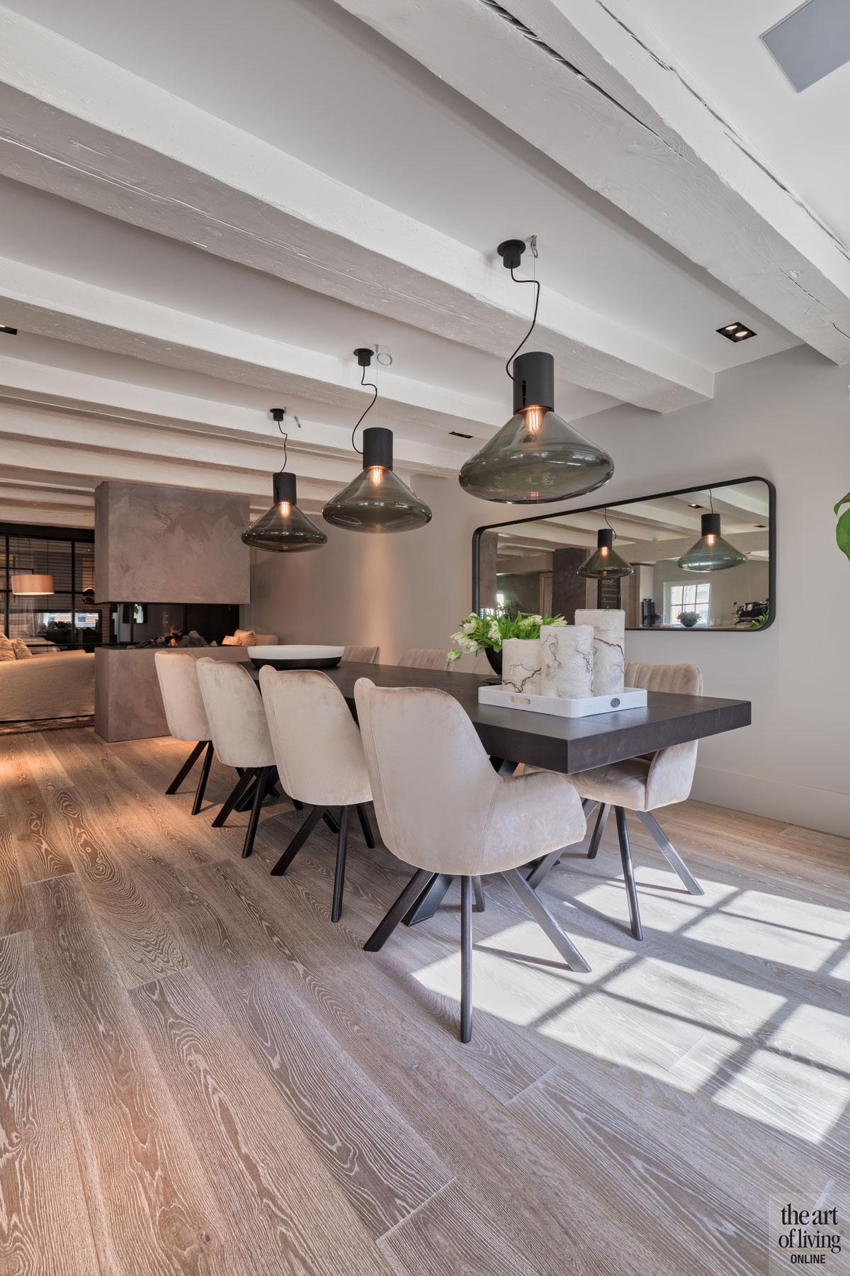 Eetkamer, eettafel, houten vloer, houten balken, verlichting, Maretti Lighting, Marcel Wolterinck, sfeervolle loft, studio vendrig