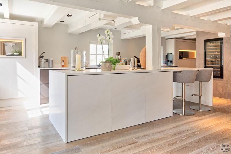 Keuken, strak, kookeiland, houten vloer, sfeervolle loft, Studio Vendrig
