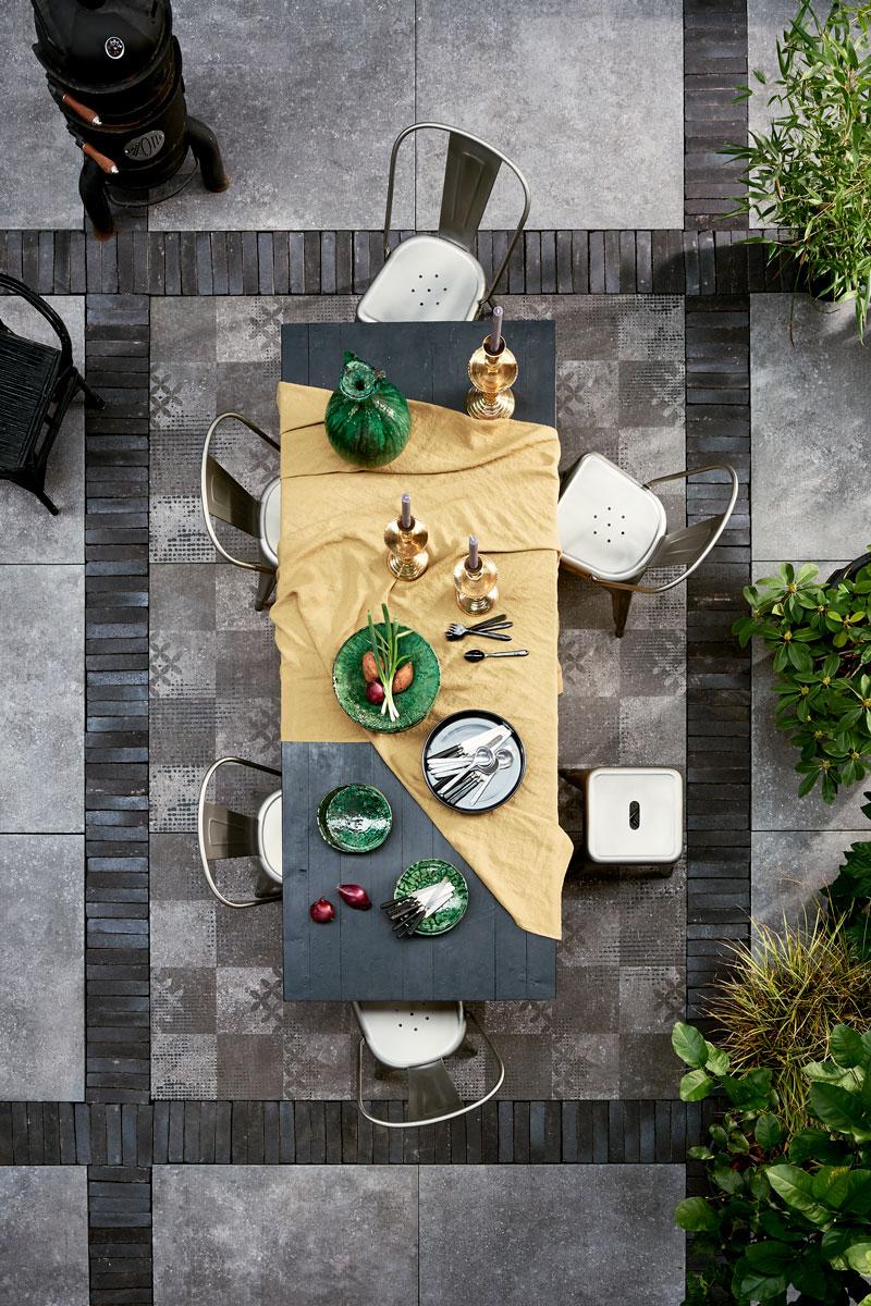 Van binnen naar buiten | Het terras als tweede huiskamer | Tegels | Douglas & Jonges | vtwonen