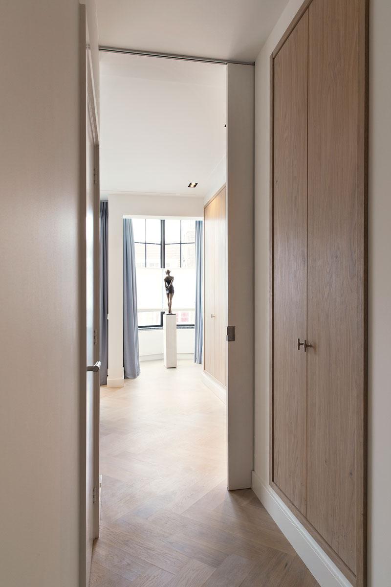 Hal, gang, kastenwand, maatwerk, houten vloer, stadsappartement, BNLA architecten