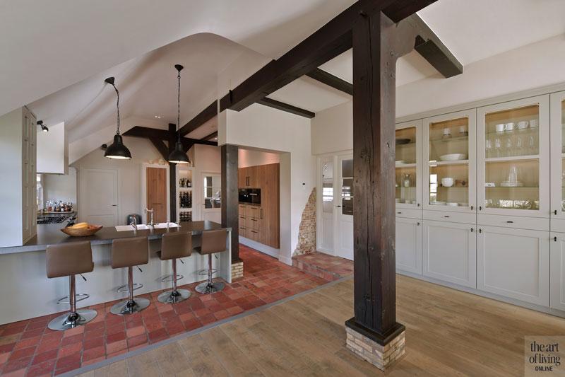 Keuken, tegelvloer, houten vloer, houten balken, authentiek, quooker, houten kasten, landelijk, modern, Hemels Wonen