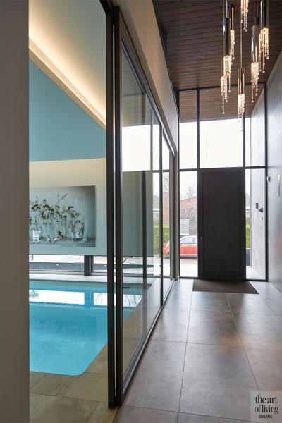 Entree, aluminium kozijnen, Alumiant, glazen deuren, tegels, zwembad, Starline, moderne bungalow, Leenders Architecten en Ingenieurs