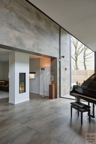 Woonkamer, open haard, piano, grote ramen, lichtinval, moderne bungalow, Leenders Architecten en Ingenieurs