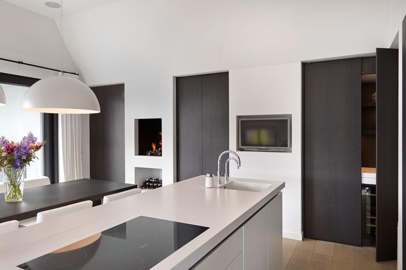 Keuken, maatwerk, Van den Berg Keukens en Maatmeubilair, kookeiland, onzichtbare deuren, penthouse, Marco Daverveld