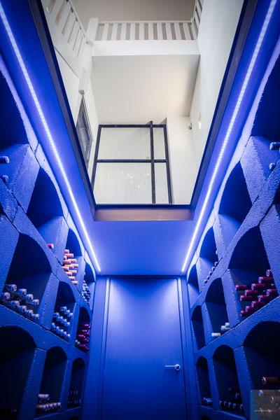 Wijnkelder, kelder, ledverlichting, glazen plafond, hal, monumentale villa, Van den Wildenberg