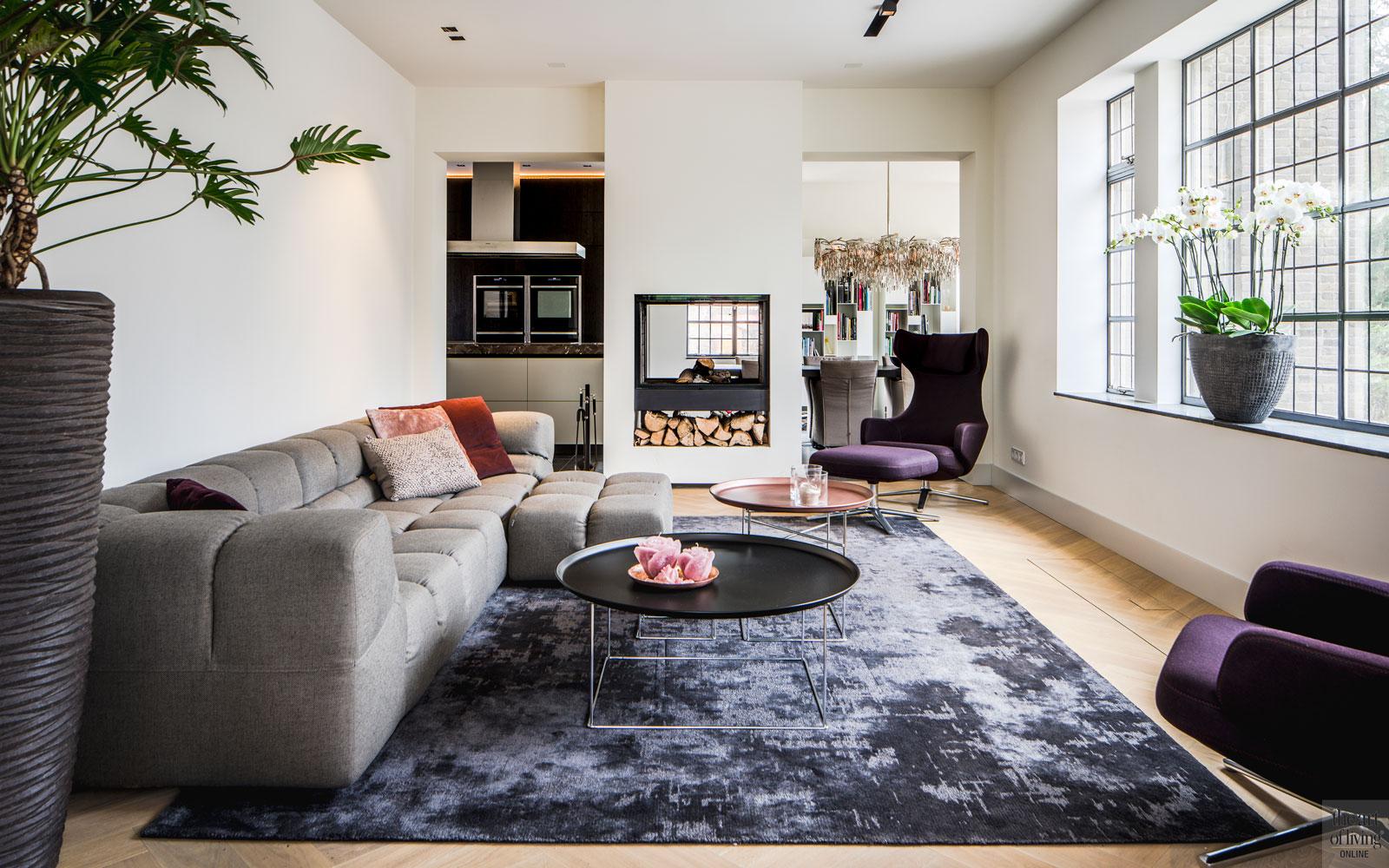 Woonkamer, living, interieur, tapijt, doorkijkhaard, sfeervol, warme uitstraling, monumentale villa, Van den Wildenberg