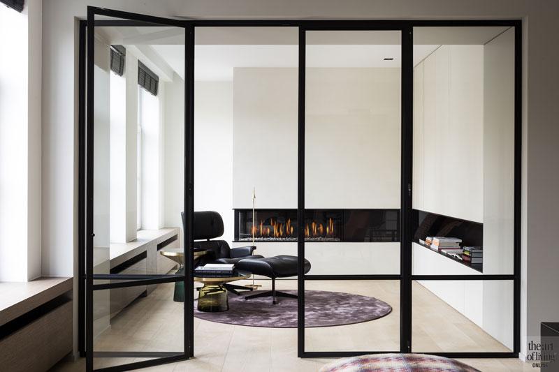 Woonkamer, stalen deuren, Halsberghe, glas, open haard, Bosmans haarden, renovatie, herenhuis, JUMA architects