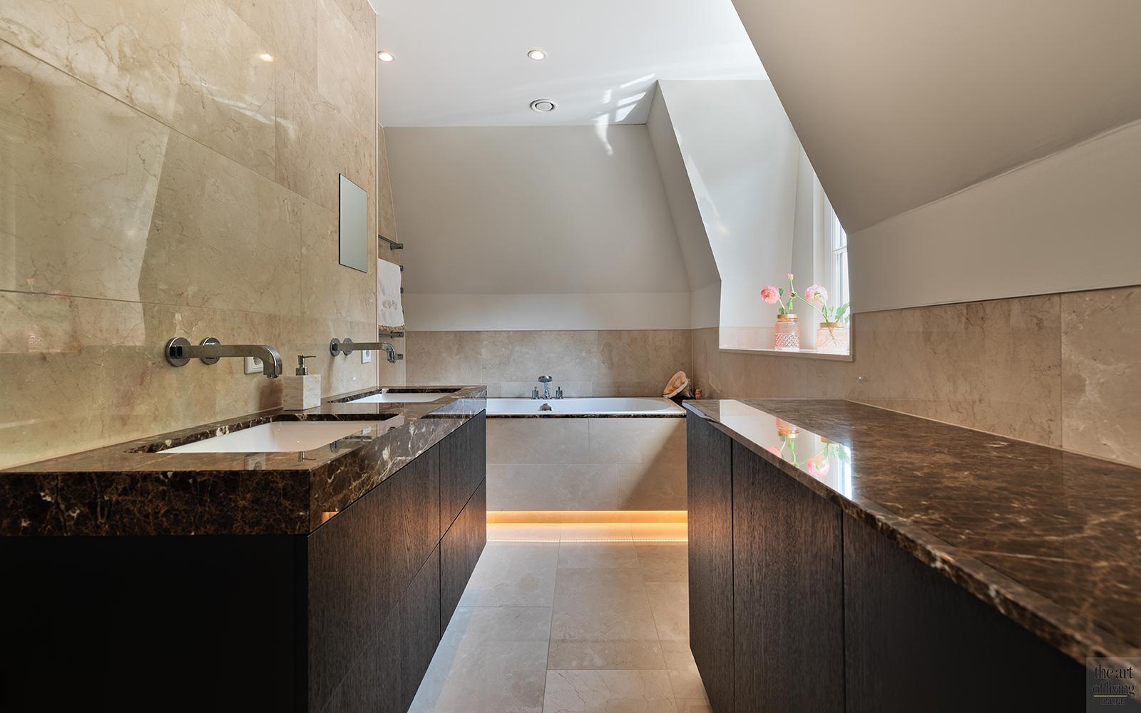 Klassiek-Landelijke badkamer gerealiseerd door architectenbureau Atelier 3