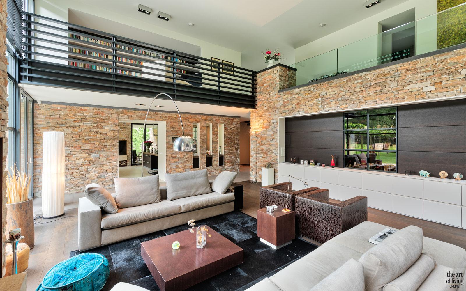 De Bats Architecten, Het Schouwspel, woonkamer, open haard, balustrade, raampartijen, The Art of Living Online
