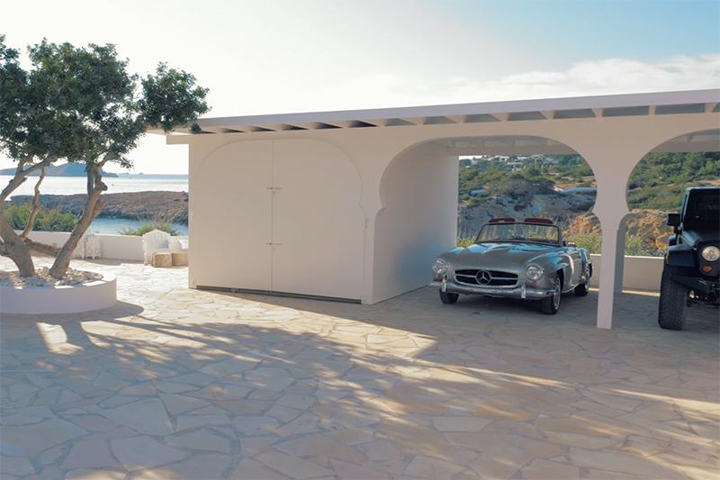 Ibiza villa, Yolanthe en Wesley Sneijder, Ibiza, Te huur, Villa, Luxe, High-end, Ibiza stijl, Carpool, Oprit, Auto's, Mercedes, Jeep