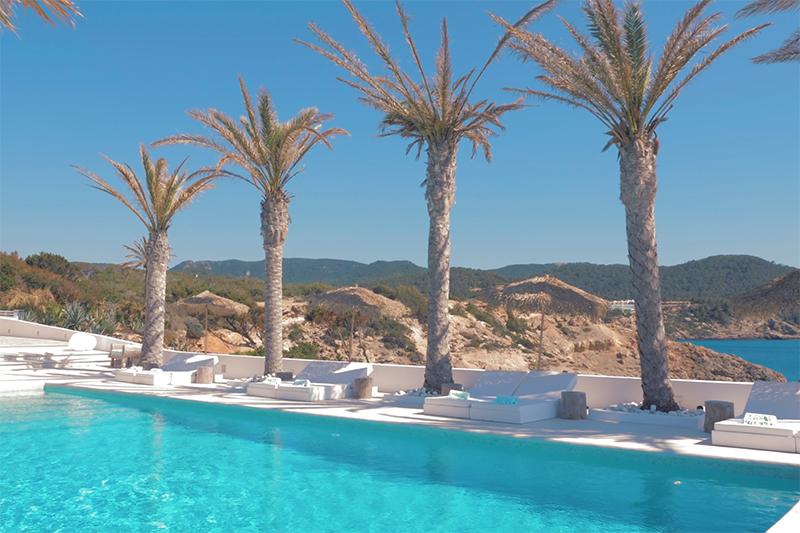 Ibiza villa, Yolanthe en Wesley Sneijder, Ibiza, Te huur, Villa, Luxe, High-end, Ibiza stijl, Zwembad, Pool, Palmbomen