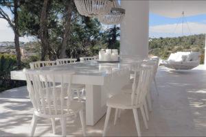 Ibiza villa, Yolanthe en Wesley Sneijder, Ibiza, Te huur, Villa, Luxe, High-end, Ibiza stijl, Buitenkamer, Eettafel, Exterieur