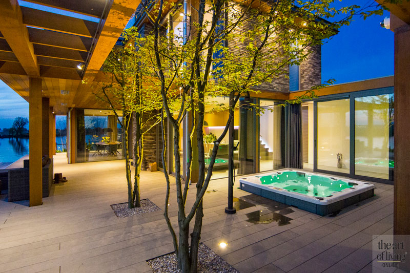 Jacuzzi, Whirlpool, buitendouche, bad, American Lakehouse, the Art of Living