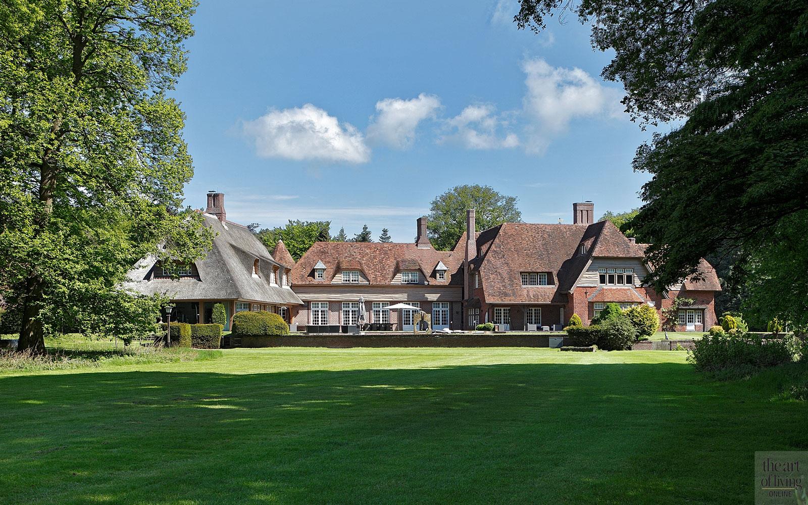 Villabouw in landelijke stijl, landelijk huis, villa, landelijke villa, landhuis, landhuis meneer frits, landhuis frits philips, the Art of Living