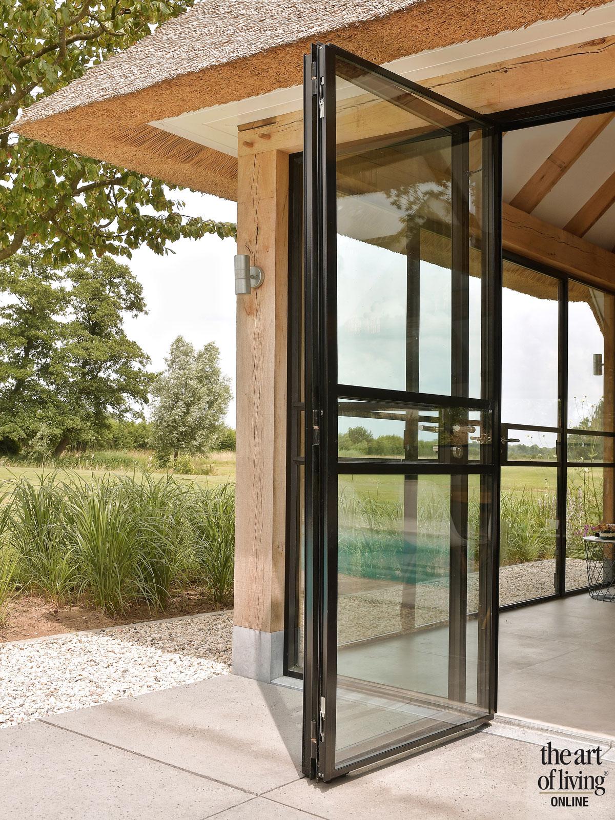 Poolhouse landelijk, stalen deuren, poolhouse bouwen, stalendeurenhuys, zwembad, the art of living