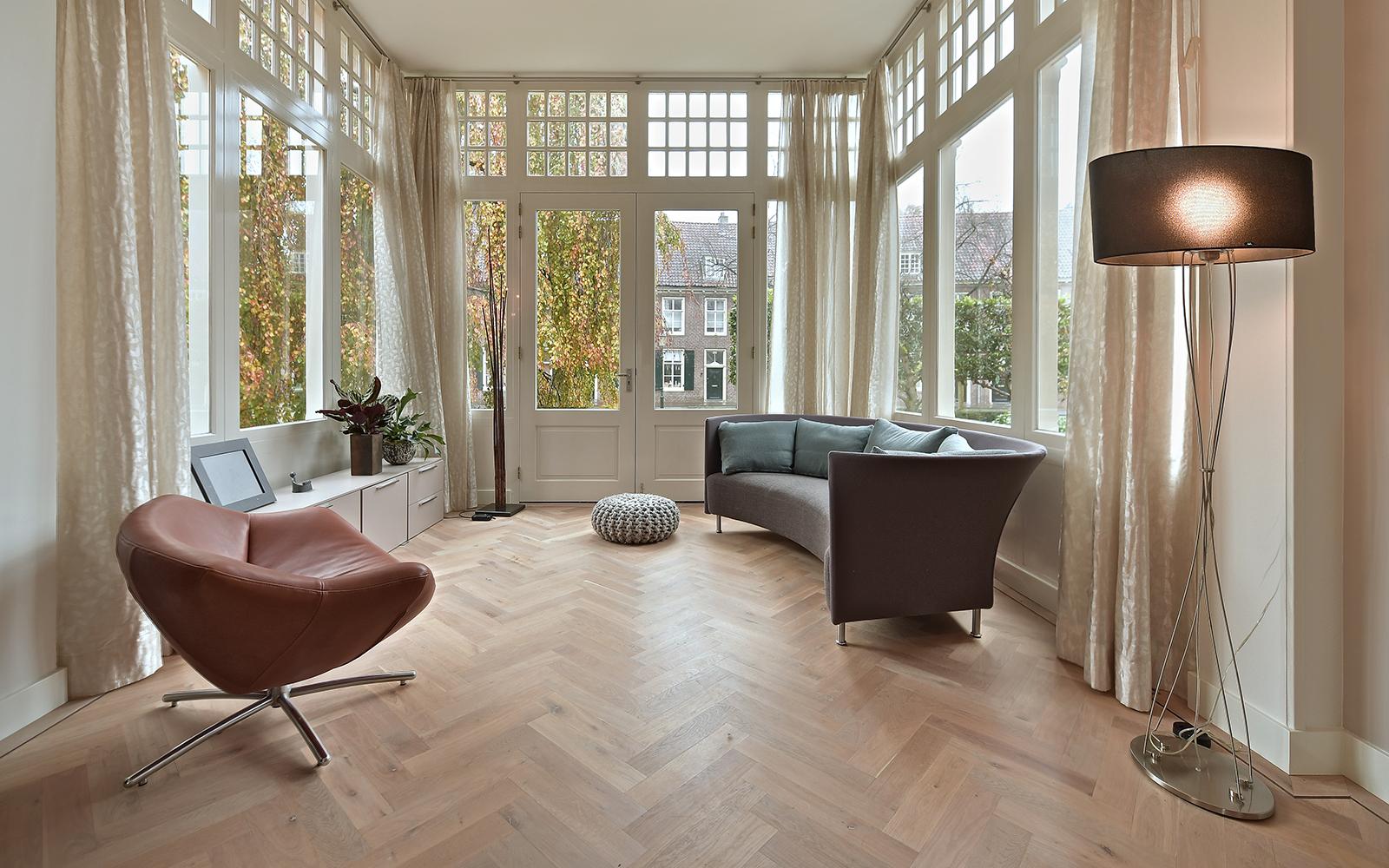 Houten vloer, visgraatvloer, Design Vloeren Nijkerk, woonkamer