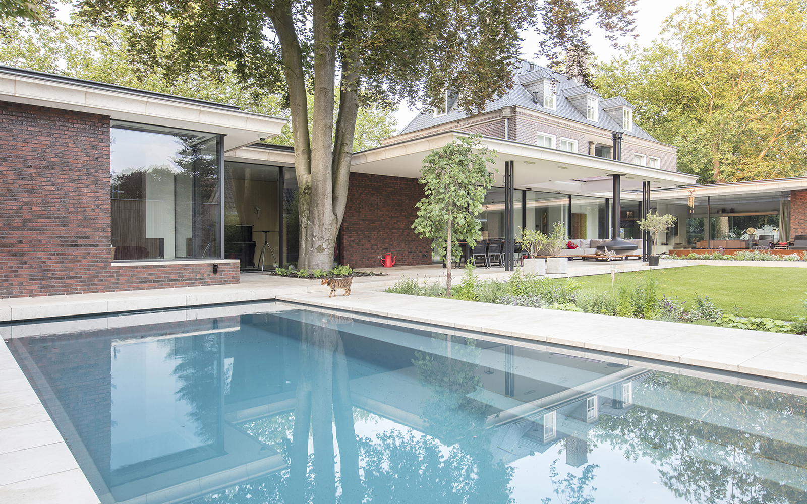 Sfeervolle tuin, De Bever Architecten, Zwembad, Terras, Veranda