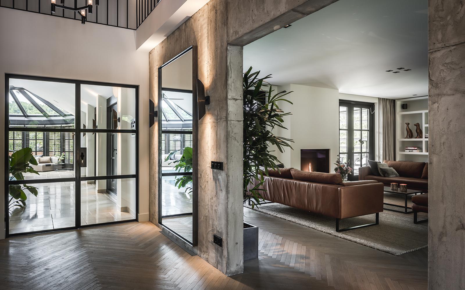 Luxe woonkamer interieur, Studio Robin Sluijzer, Stoer, Groen, Hal, Zichtlijnen