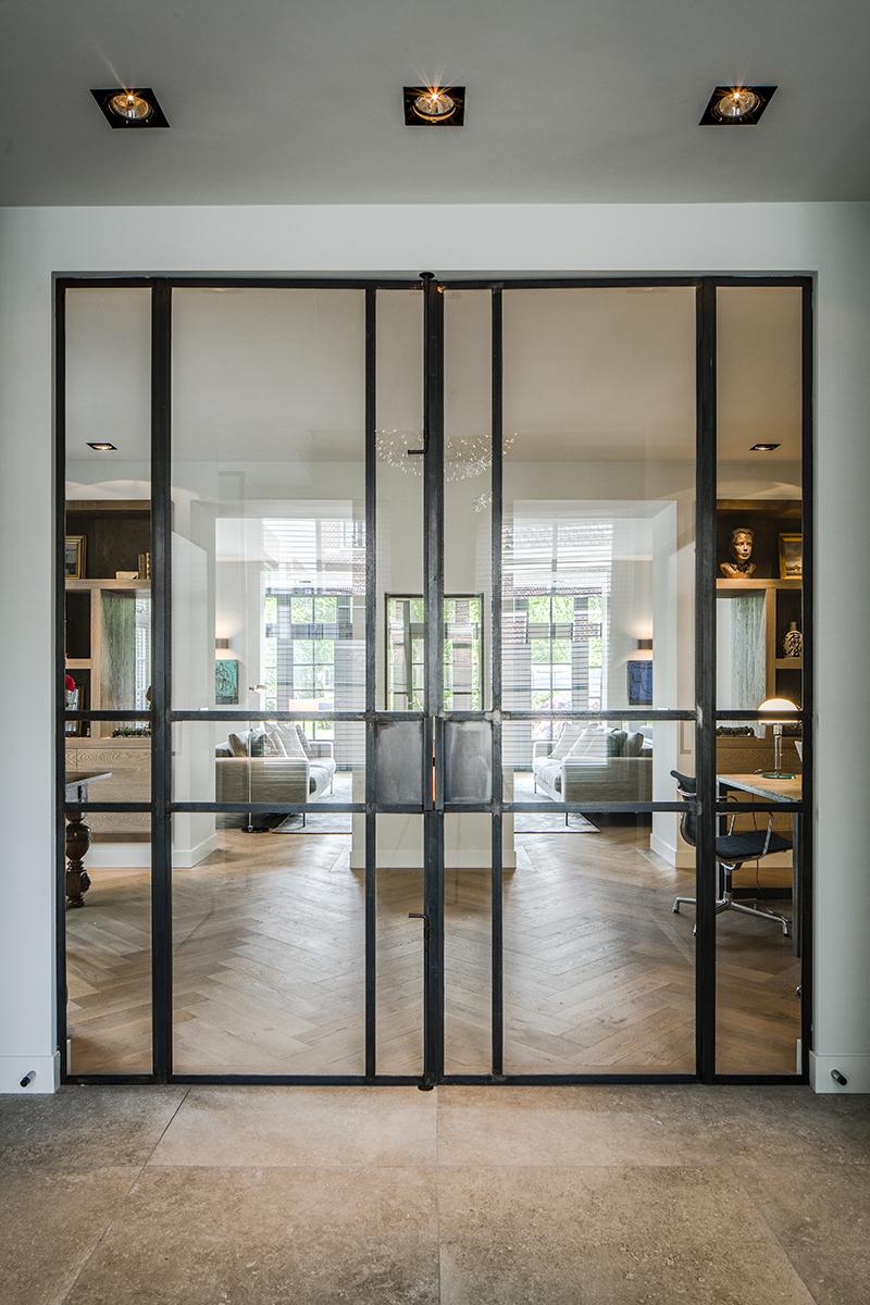 Industriële keuken, Kabaz Architecten, Woonkamer, Living, Strak, Modern, Parket, Visgraatvloer, Details, Stalen deuren