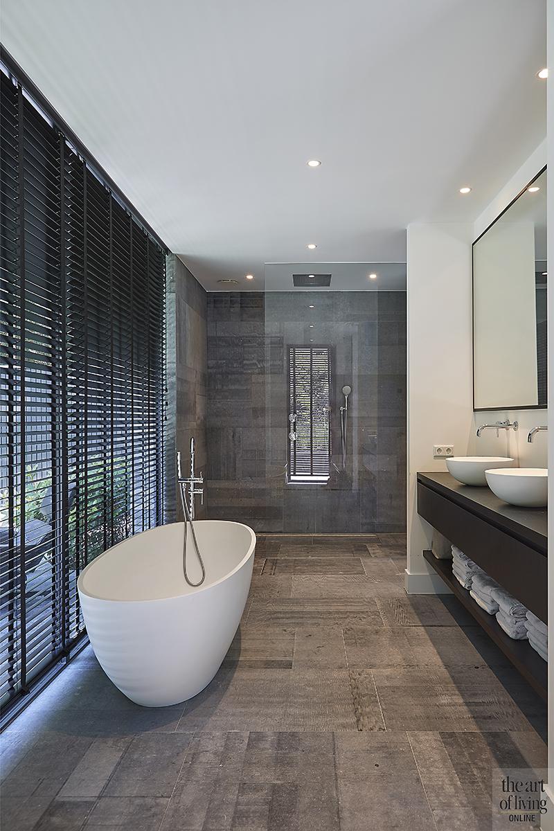 Nieuwbouw villa, Split level, Strak, Modern, Joost van der Sande, Badkamer, Bad, Douche