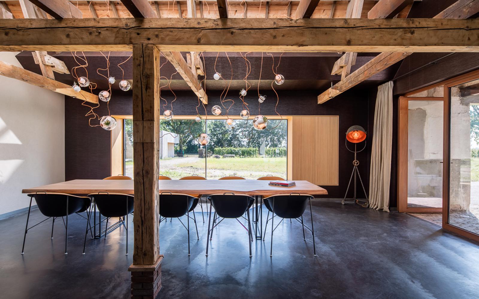 Houten taatsdeuren in woonboerderij fritsjurgens the art of