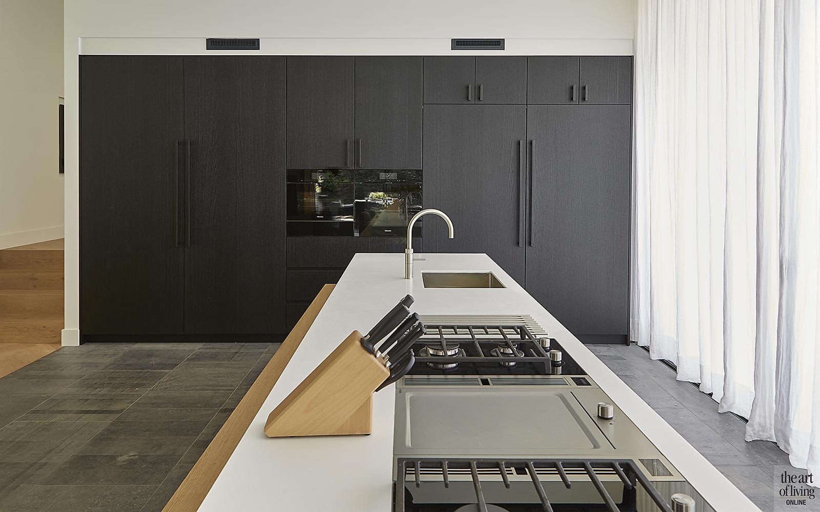 Nieuwbouw villa, Split level, Strak, Modern, Joost van der Sande, Keuken, Maatwerk, Contrast, Interieur