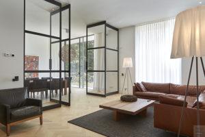 Nieuwbouw villa, Split level, Strak, Modern, Joost van der Sande, Interieur, Taatsdeuren, stoer interieur