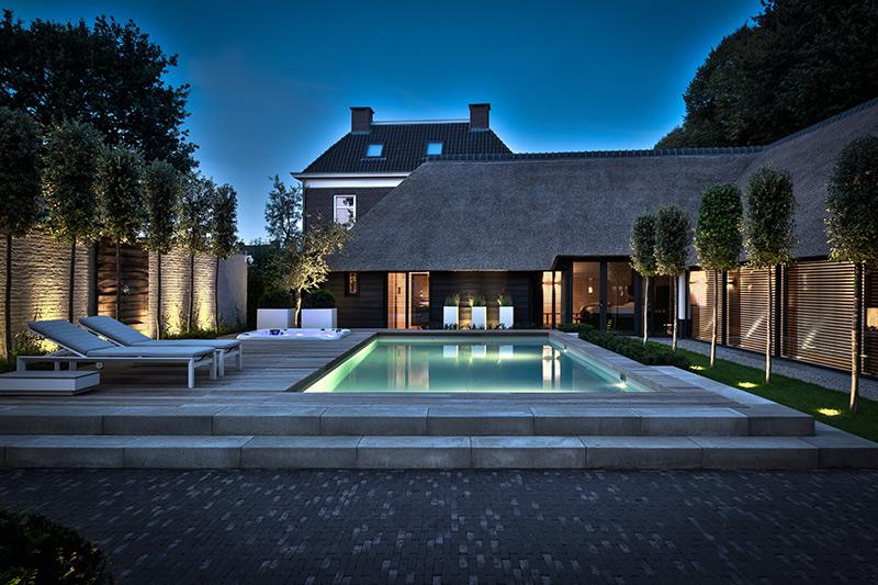 Exclusieve villatuin, knops tuindesign, luxe tuin