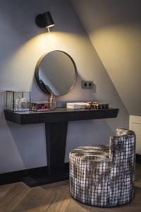 Interieur design, Linda Lagrand, Master bedroom, Slaapkamer, Luxe, Stijlvol, Bed, Nachtkastje, Details, Wandbekleding, Kaptafel