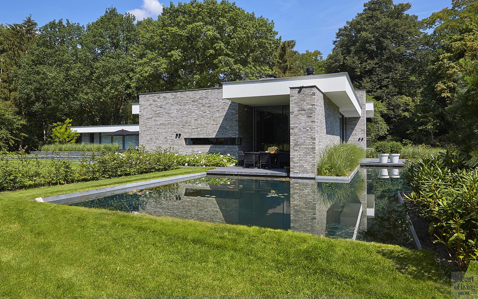 Nieuwbouw villa, Split level, Strak, Modern, Joost van der Sande, Exterieur, Vijver