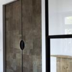 Stalen deuren met leer | De Rooy Metaaldesign