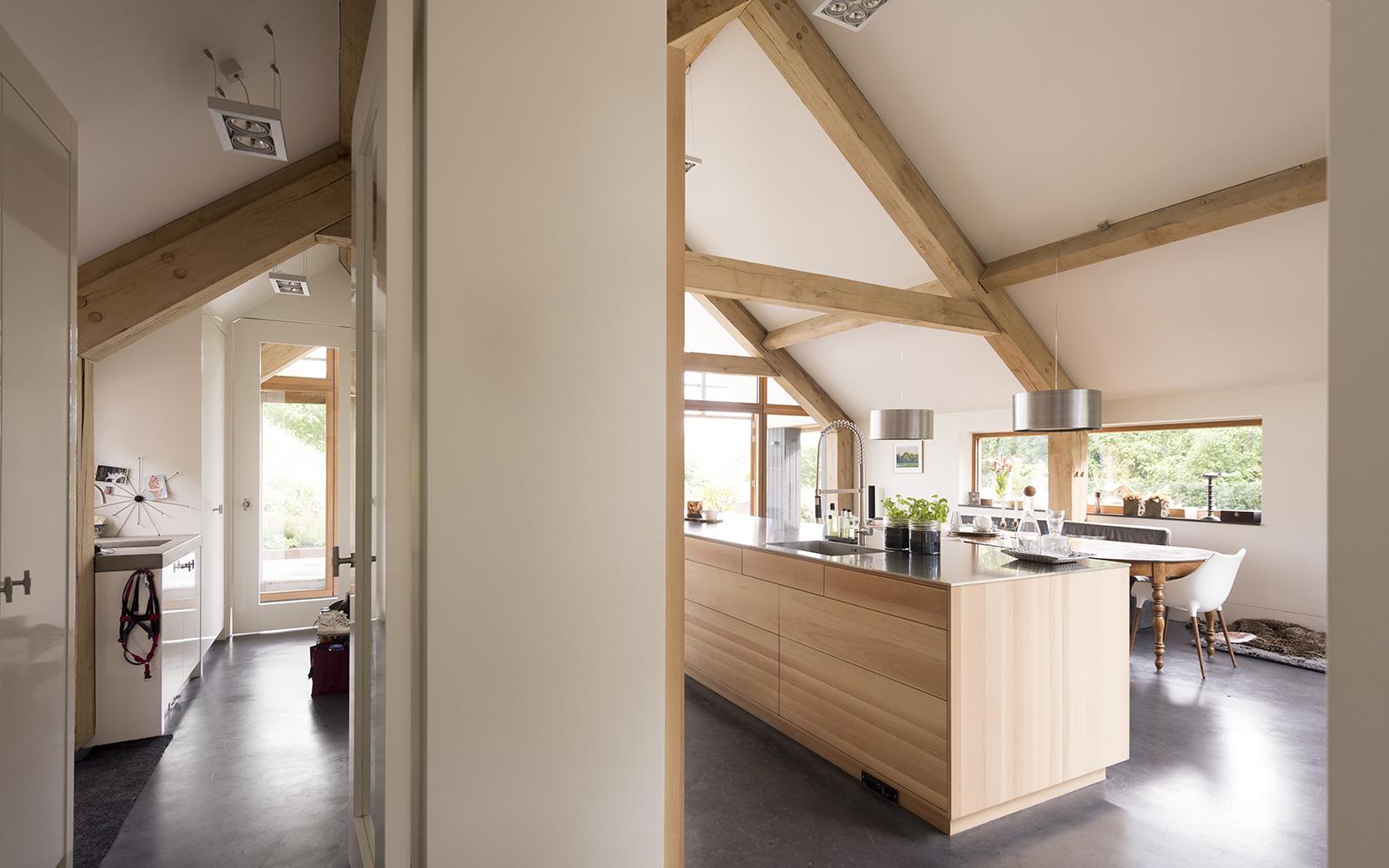 binnenkijken bij schuurwoning gerealiseerd door Morrenbouw, keuken