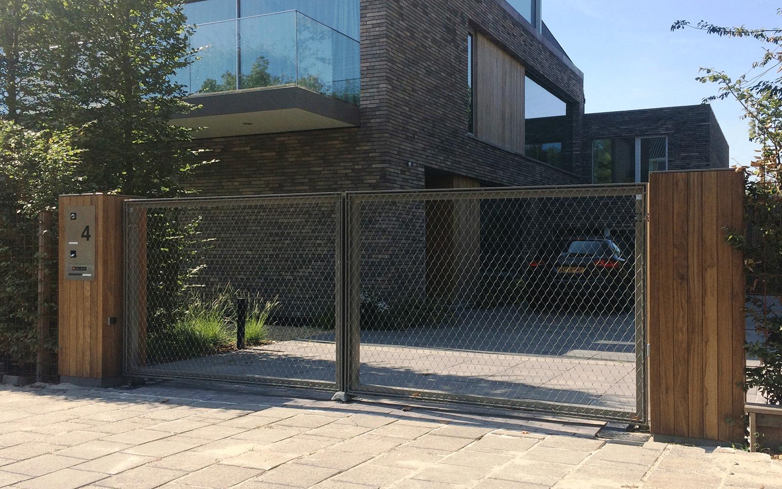 stalen-hek-houten-palen DJS hekwerken