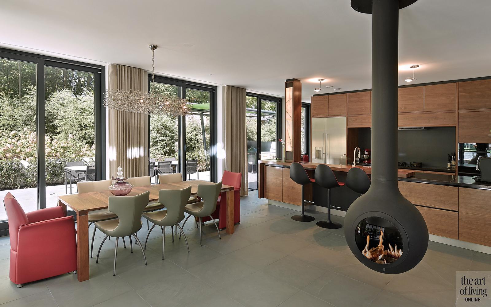 Nieuwbouw villa, Strategie Architecten, Eetkamer, Keuken, Open haard, Ronde Haard, Maatwerk keuken, Natuursteen, Pitt cooking