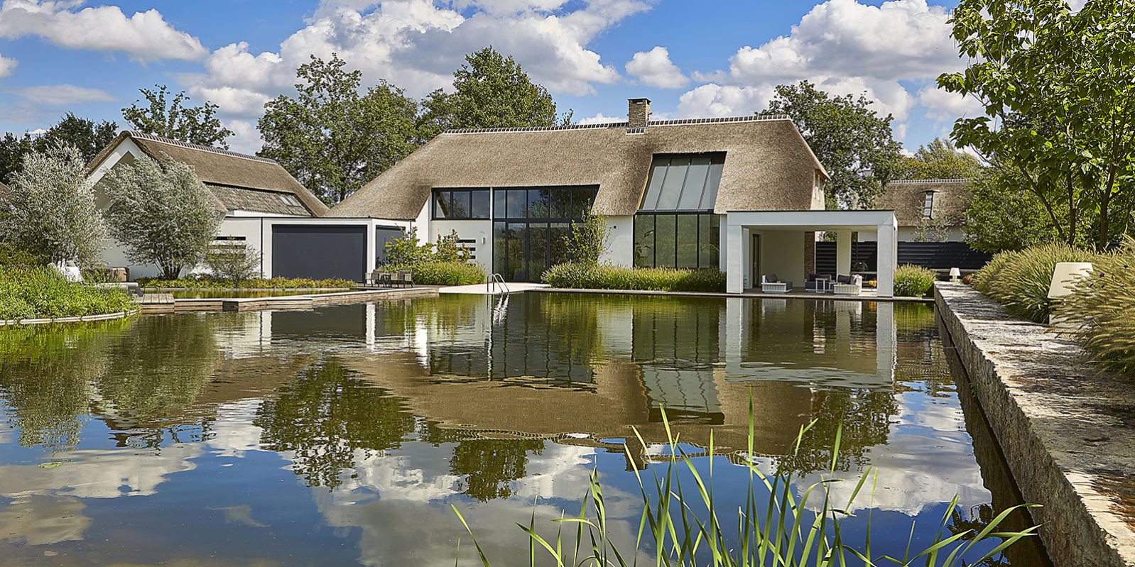 Luxe boerderij interieur, Diane Interieurontwerp, B-TOO, Achterzijde, Modern, Strak, Zwemvijver