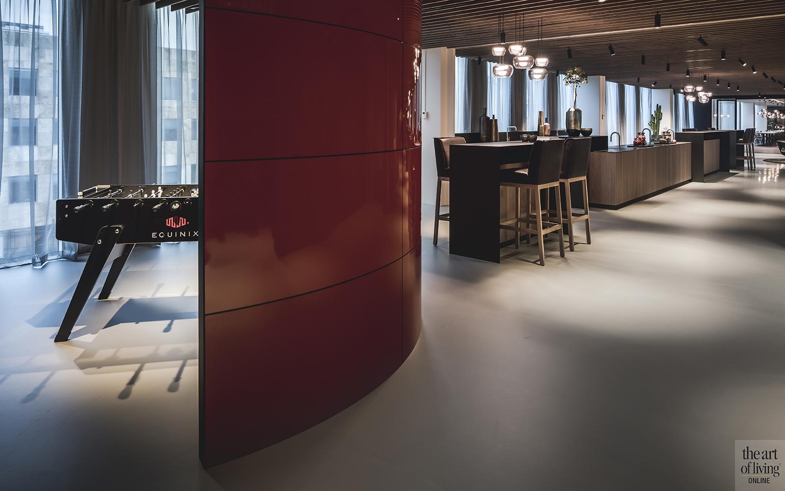 Kantoor inspiratie,, Kabaz Architecten, Kantoor Amsterdam, Amsterdam, Kantoor inrichting, Design, Architectuur, Interieur, Equinix, Voetbaltafel, Ontspannen, Bar, Koffiebar, Coffeecorner