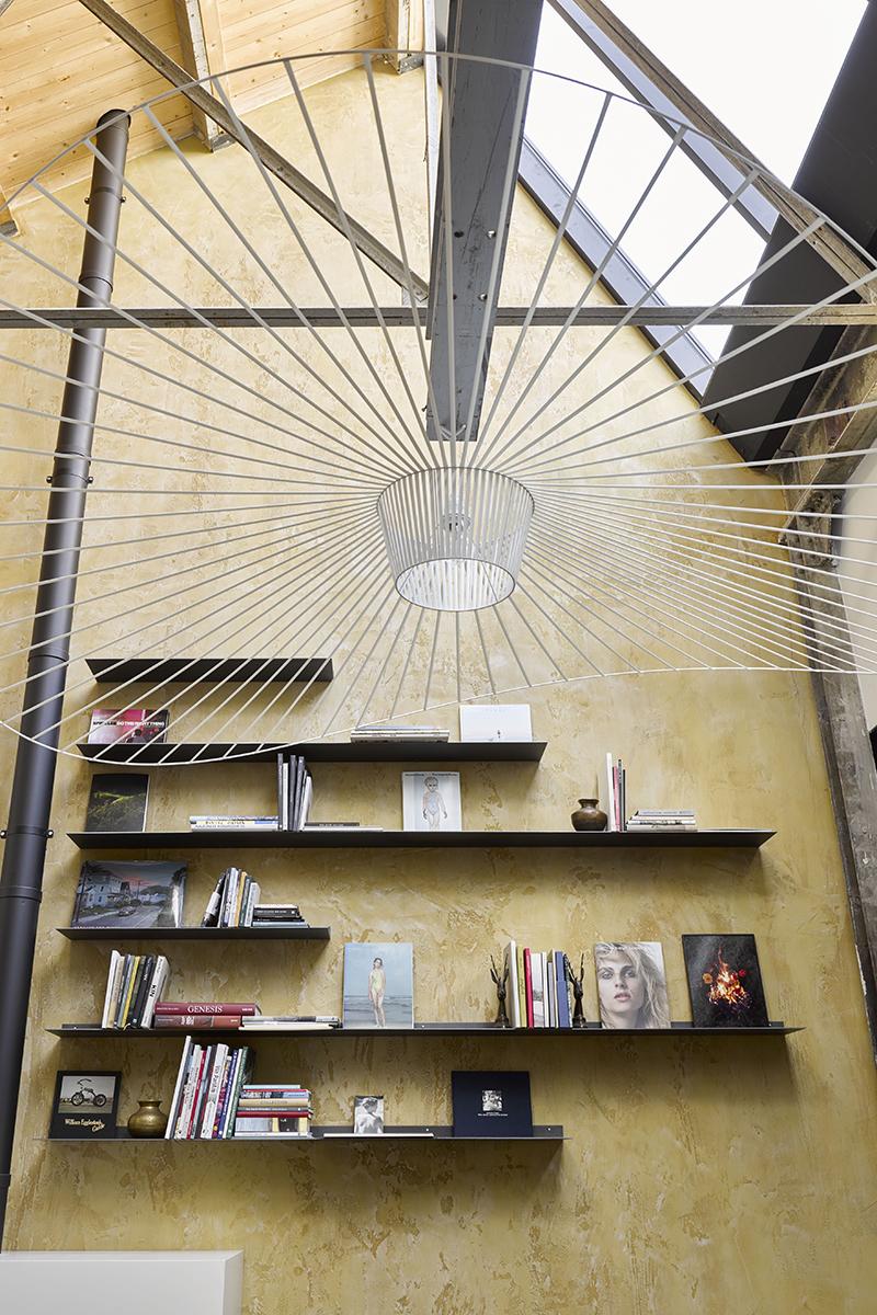 Loft inrichting, ZW6, Loft, Luxe interieur, design meubels, High-end interieur, woonkamer, eetkamer, keuken, openheid, open karakter, open interieur, Design lampen, Design lamp, Lichtarmatuur, Grote lamp, Lichtplan, Open haard