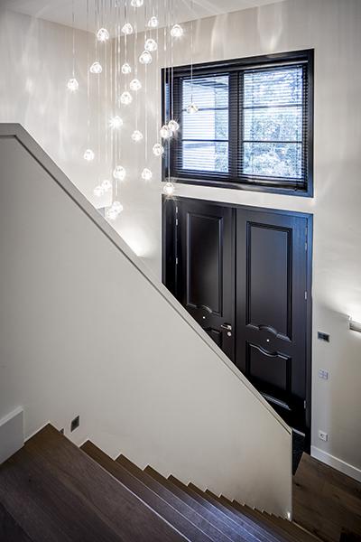 Metropolitan interieur, Kabaz, Entree, Design lampen, Symmetrisch interieur, Landhuis, Rustig interieur