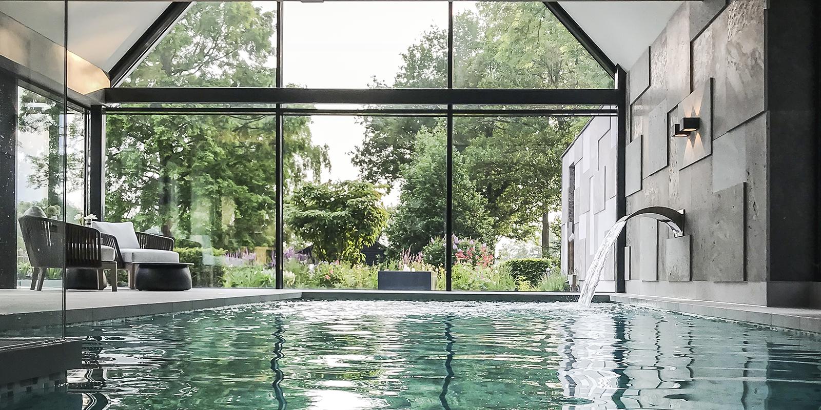 Binnenzwembad, Medie Interieurarchitectuur, Medie Janssen, Wellness, Home Spa, Home Wellness, Thuis spa, Sauna, Regendouche, Mozaïek, Natuursteen, Raampartijen, Grote Ramen, Design meubels