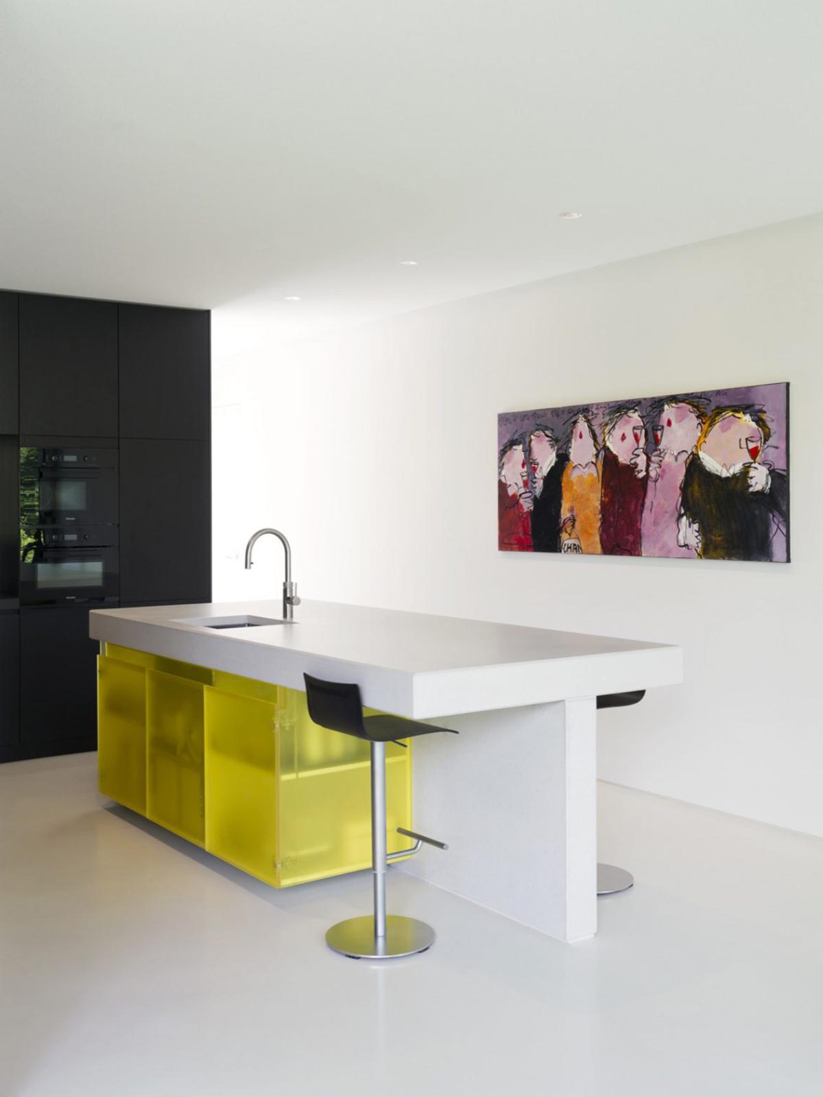 Vloer met natuurlijke uitstraling, DRT Gietvloeren, moderne villa, witte teint, natuurlijke elementen, interieur, betonlook
