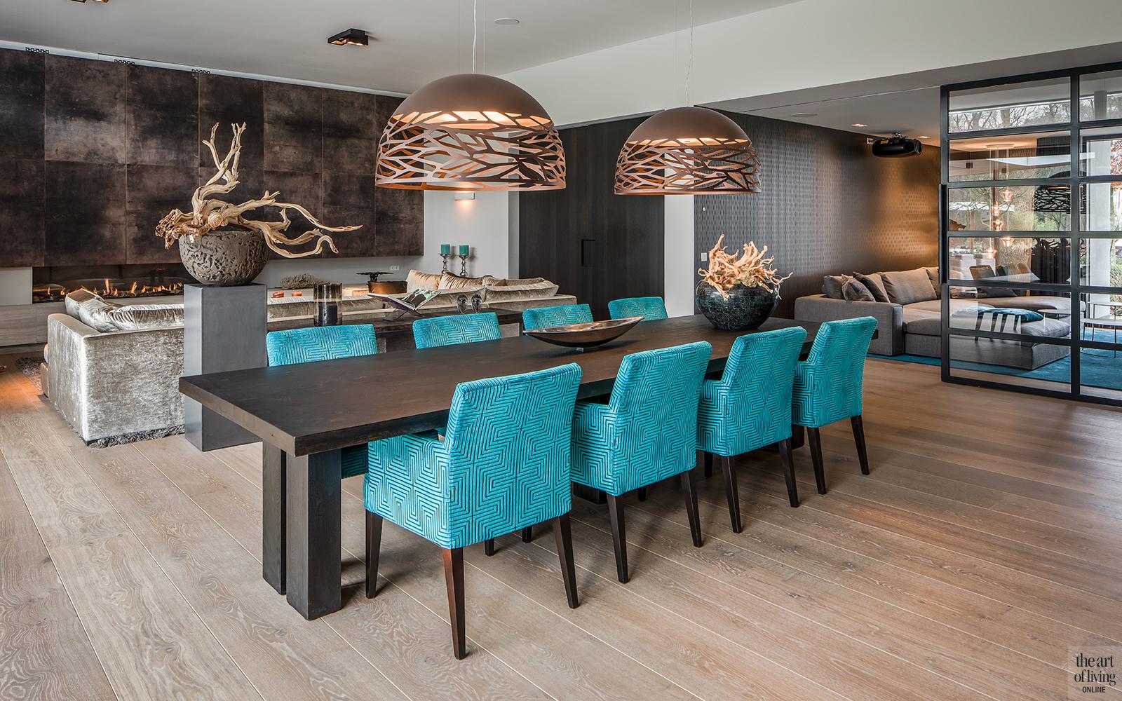 Natuurlijke materialen, Drijvers, Livingroom, Alphenberg, Velours bank, Lounge, Design interieur, Interieur, Leren wandbekleding, Eetkamer, Eettafel, Design stoelen