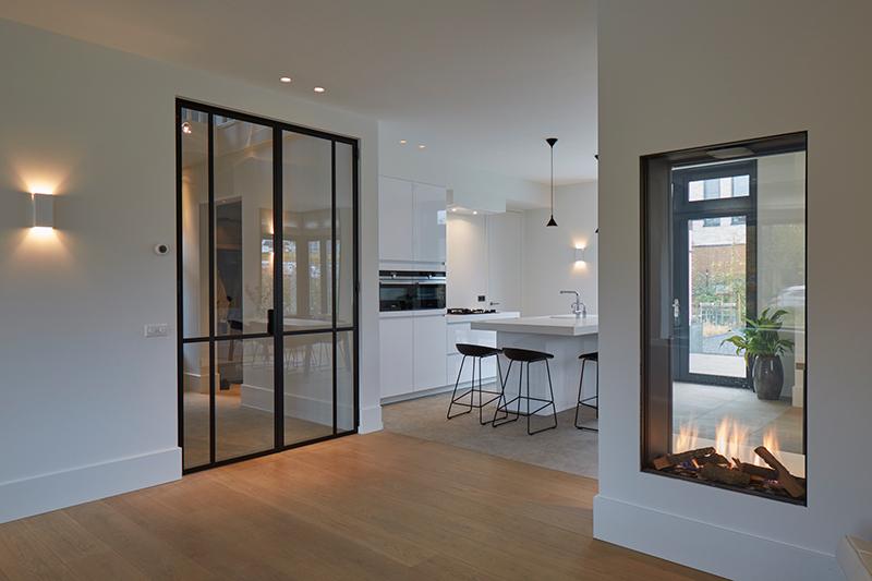 Tijdloze villa met klassieke details, AA+ Ontwerpbureau, woonkamer, keuken, open keuken, modern